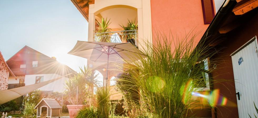 Mediterrane Doppelhaushälfte zur Miete in Herbolzheim. Mit Garten und Einbauküche, ruhig und doch zentral